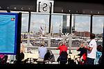Amsterdam, 19 augustus 2010.Sail 2010: medewerkers en genodigden van ProRail en NS bekijken de intocht op het IJ vanaf perron 15A op Amsterdam Centraal.Foto Felix Kalkman