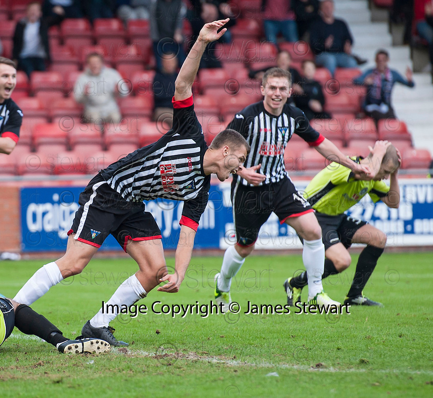Pars' Luke Johnston (4) celebrates after he scores their second goal.