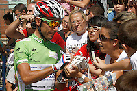 Joaquin Purito Rodriguez with the fans before the stage of La Vuelta 2012 beetwen Cercedilla and Madrid.September 9,2012. (ALTERPHOTOS/Paola Otero)