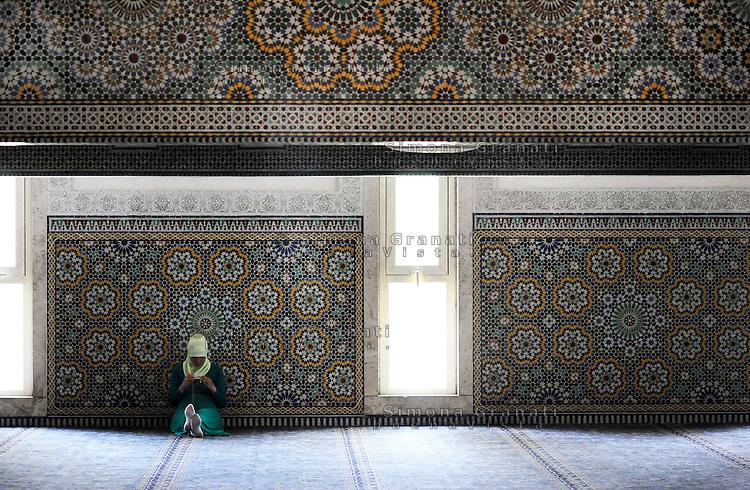 Roma, 11 agosto 2010 Grande Moschea di Roma.Primo giorno di Ramadan.La Preghiera.Rome, August 11, 2010 .Grand Mosque of Rome, the prayer.