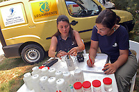 "- campaign ""Green Schooner"" for pollution monitoring in Italian seas waters, organized by enviromentalist association ""Legambiente""; mobile laboratory for the chemical and biological analyses of the sea water ....- campagna ""Goletta Verde"" per monitorare l'inquinamento delle acque nei mari organizzata dall'associazione ambientalista italiana ""Legambiente""; laboratorio mobile per le analisi chimiche e biologiche dell'acqua di mare.."