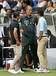 12.08.2018, Commerzbank - Arena, Frankfurt, GER, Supercup, Eintracht Frankfurt vs FC Bayern M&uuml;nchen , <br />DFL REGULATIONS PROHIBIT ANY USE OF PHOTOGRAPHS AS IMAGE SEQUENCES AND/OR QUASI-VIDEO.<br />im Bild<br />Dr. Jochen Hahne informiert Trainer Niko Kovac (M&uuml;nchen) und Sportdirektor Hasan Salihamidzic (M&uuml;nchen) &uuml;ber den Gesundheitszustand von David Alaba (M&uuml;nchen)<br /> <br /> Foto &copy; nordphoto / Bratic