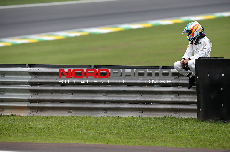 15.11.2015, Autodromo Jose Carlos Pace, Sao Paulo, BRA, F1, Grosser Preis von Brasilien, im Bild  Fernando Alonso (ESP),  McLaren F1 Team<br /> for the complete Middle East, Austria &amp; Germany Media usage only!<br />  Foto &copy; nph / Mathis