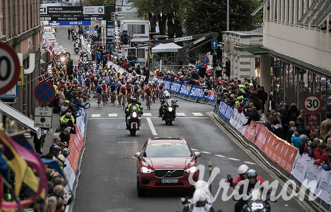 and they're off!<br /> <br /> Women Junior Road Race<br /> <br /> UCI 2017 Road World Championships - Bergen/Norway