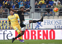 Calcio, Serie A: Frosinone vs Juventus. Frosinone, stadio Comunale, 7 febbraio 2016.<br /> Juventus&rsquo; Paul Pogba, right, in action past Frosinone&rsquo;s Leonardo Blanchard during the Italian Serie A football match between Frosinone and Juventus at Frosinone's Comunale stadium, 7 January 2016.<br /> UPDATE IMAGES PRESS/Isabella Bonotto