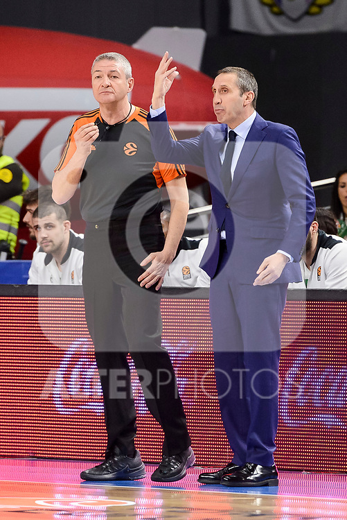 Darussafaka Dogus's coach David Blatt talking with the referee during quarter final of Turkish Airlines Euroleague match between Real Madrid and Darussafaka Dogus at Wizink Center in Madrid, April 20, 2017. Spain.<br /> (ALTERPHOTOS/BorjaB.Hojas)