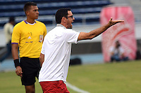 BARRANQUILLA -COLOMBIA-13-AGOSTO-2014. Arturo Reyes director tecnico del Barranquilla FC  durante partido contra  el Atletico Junior    ,  partido de la Copa Postobon octava fecha disputado en el estadio Metropolitano. / Arturo Reyes of Barranquilla FC during match  with Atletico Junior , match of the Copa Postobon eighth round match at the Metropolitano stadium  Photo: VizzorImage / Alfonso Cervantes / Stringer