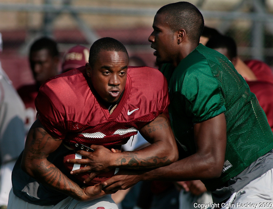 TALLAHASSEE, FL. 8/12/09-FSU-PRESSLEY-MANUEL 0812 CH01-Florida State running back Tavares Pressley, left, gets a handoff from quarterback EJ Manuel during practice Wednesday in Tallahassee...COLIN HACKLEY PHOTO