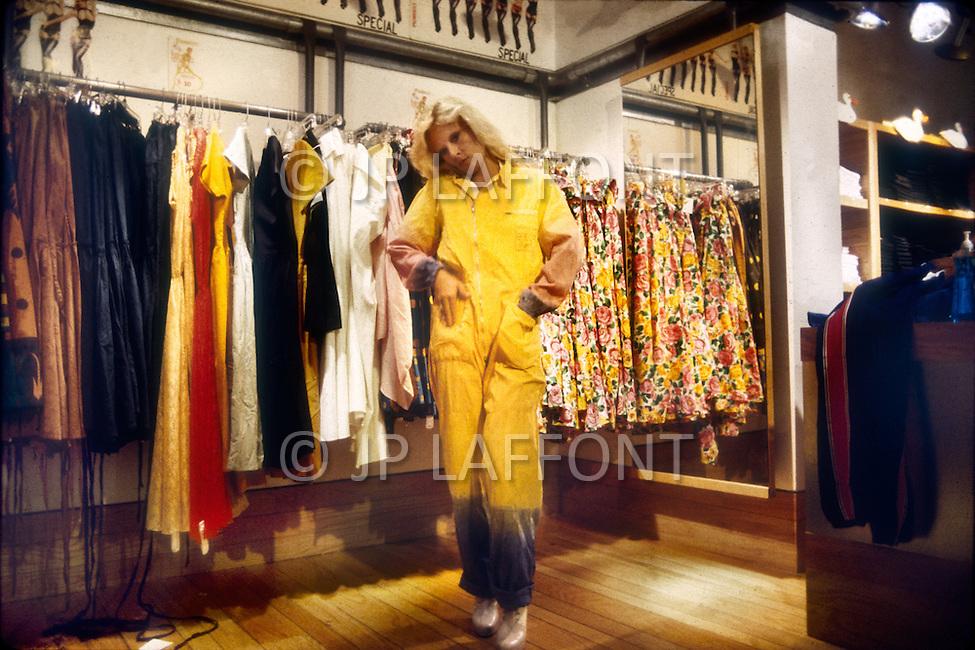 June 1979. Manhattan, NY. Portrait of Sylvie Vartan shooping at Fiorucci.