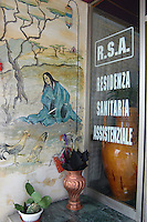 Consonno, il paese fantasma in provincia di Lecco, ex albergo Orientale, casa di cura