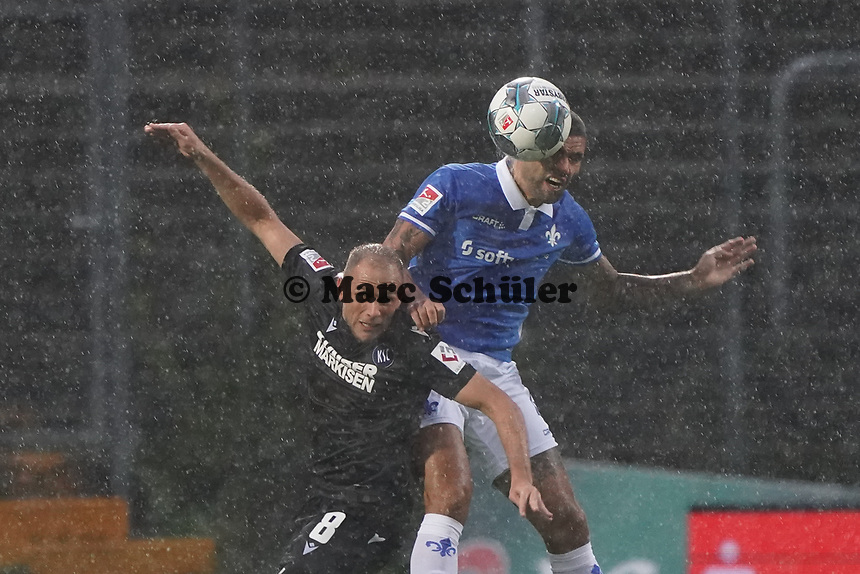 Victor Palsson (SV Darmstadt 98) gegen Manuel Stiefler (Karlsruher SC) - 04.10.2019: SV Darmstadt 98 vs. Karlsruher SC, Stadion am Boellenfalltor, 2. Bundesliga<br /> <br /> DISCLAIMER: <br /> DFL regulations prohibit any use of photographs as image sequences and/or quasi-video.