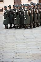 Europe/Autriche/Niederösterreich/Vienne: Relève de la Garde au Palais de La Hofburg dans La cour In der Burg   entre la Heldenplatz et la Michaelerplatz - Centre Historique, Patrimoine mondial UNESCO