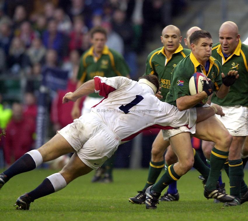 Photo: Richard Lane..England v South Africa. Investec Challenge at Twickenham. 23/11/2002..Andre Pretorius attacks.