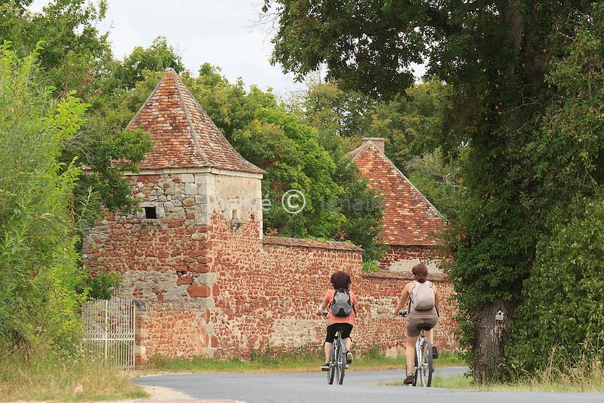 France, Indre (36), parc naturel régional de la Brenne, Rosnay, hameau du Bouchet, ballade à vélo // France, Indre, Natural Parc of the Brenne, Rosnay, hamlet of the Bouchet, bike ride