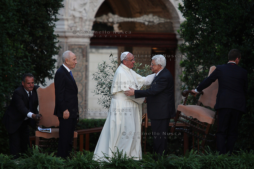 Citt&agrave; del Vaticano, 8 Giugno, 2014. Papa Francesco conl leader Palestinese Mahmud Abbas, durante Messa della Pace. <br /> Vatican City, June 8, 2014. Pope Francis with Palestinian leader Mahmud Abbas during the peace prayer at the Vatican Gardens.