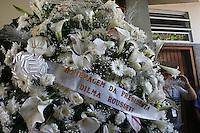 SAO PAULO, SP, 14.09.2013 - VELORIO LUIZ GUSHIKEN -  Coroa de flores enviada pela presidente Dilma Rouseff durante velório do corpo do ex-ministro Luiz Gushiken, no Cemitério Redenção, na região oeste da capital paulista, na manhã deste sábado (14). Gushiken morreu na noite de ontem (13), no Hospital Sírio-Libanês, onde estava internado em estado grave para tratar de um câncer. O enterro está confirmado para às 16h. (Foto: Mauricio Camargo / Brazil Photo Press).