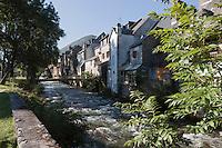 Europe/France/Midi-Pyrénées/65/Hautes-Pyrénées/Arreau: Vieilles maisons sur les bords de la Neste de Louron