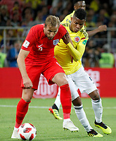 MOSCU - RUSIA, 03-07-2018: Wilmar BARRIOS (Der) jugador de Colombia disputa el balón con Jordan HENDERSON (Izq) jugador de Inglaterra durante partido de octavos de final por la Copa Mundial de la FIFA Rusia 2018 jugado en el estadio del Spartak en Moscú, Rusia. / Wilmar BARRIOS (R) player of Colombia fights the ball with Jordan HENDERSON (L) player of England during match of the round of 16 for the FIFA World Cup Russia 2018 played at Spartak stadium in Moscow, Russia. Photo: VizzorImage / Julian Medina / Cont