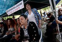 Roma, 27 Maggio 2016<br /> Occupazione di Via Santa Croce in Gerusalemme.<br /> 18°giorno di sciopero della fame per 26 attivisti e attiviste di Action, per il diritto alla casa, contro sfratti e sgomberi.<br /> House, 18th day of hunger strike, the solidarity of Landini