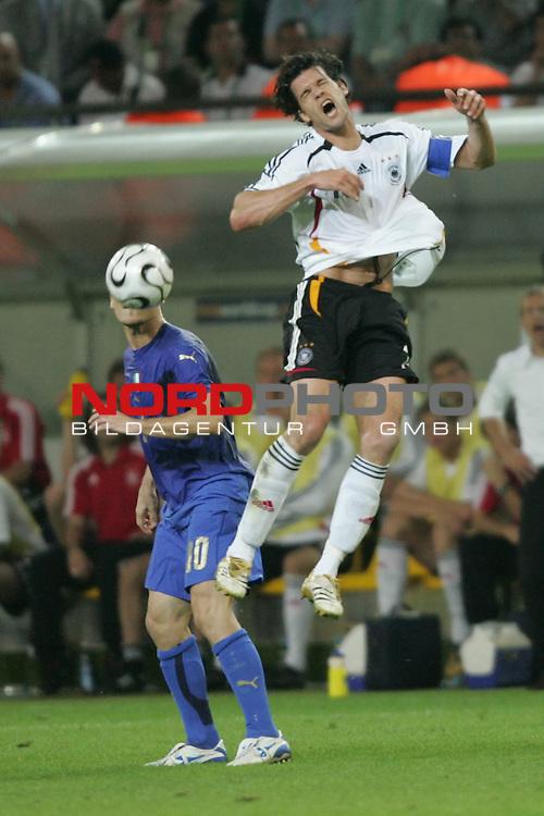 FIFA WM 2006 -  Semi Finals / Halbfinale<br /> Play    #61 (04-Juli) - Deutschland - Italien 0:2 n.V.<br /> <br /> Michael Ballack (rechts) von Deutschland schreit beim Kopfball. Links im Foto Francesco Totti von Italien.<br /> <br /> Foto &copy; nordphoto