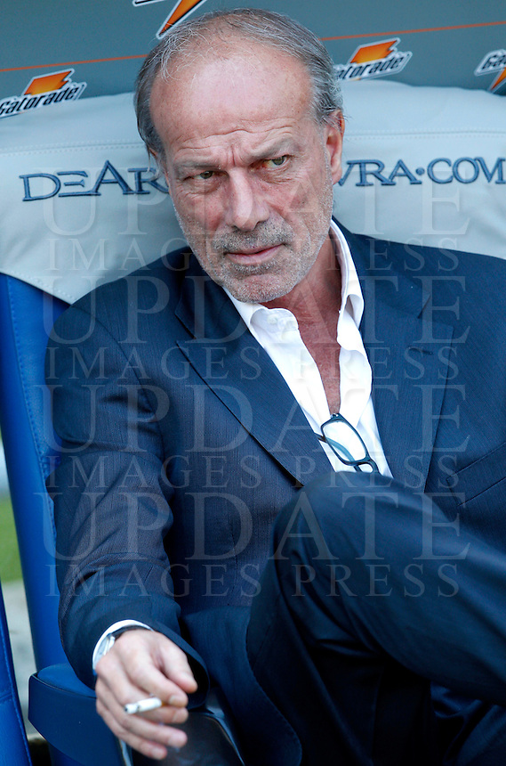 Calcio, Serie A: Roma vs Lazio. Roma, stadio Olimpico, 22 settembre 2013.<br /> AS Roma's sporting director Walter Sabatini sits on the bench prior to the start of the Italian Serie A football match between AS Roma and Lazio, at Rome's Olympic stadium, 22 September 2013.<br /> UPDATE IMAGES PRESS/Riccardo De Luca
