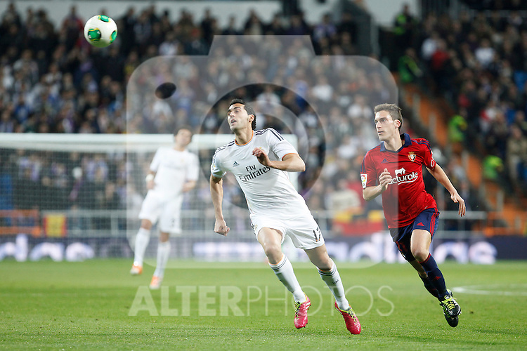 Real Madrid´s Arbeloa (L) and Osasuna´s  during King´s Cup match in Santiago Bernabeu stadium in Madrid, Spain. January 09, 2014. (ALTERPHOTOS/Victor Blanco)