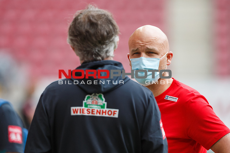 Rouven Schroeder (Sportdirektor / FSV Mainz 05) im Gespraech mit Frank Baumann (Geschaeftsfuehrer Fussball / SV Werder Bremen), <br /> <br /> Sport: Fussball: 1. Bundesliga:: nphgm001:  Saison 19/20: 33. Spieltag: 1. FSV Mainz 05 vs SV Werder Bremen 20.06.2020<br /> Foto: Neis/Eibner/Pool/via gumzmedia/nordphoto<br />