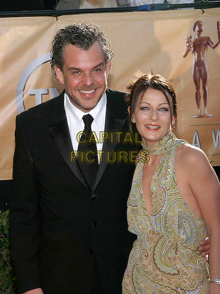 DANNY HUSTON & WIFE.Red Carpet Arrivals at the 11th Annual Screen Actors Guild Awards (SAG) held at the Shrine Auditorium, Los Angeles, California, USA,.05 February 2005..half length married husband.Ref: ADM.www.capitalpictures.com.sales@capitalpictures.com.©Jacqui Wong/AdMedia/Capital Pictures .