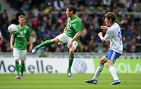 FUSSBALL   1. BUNDESLIGA   SAISON 2011/2012   34. SPIELTAG SV Werder Bremen - FC Schalke 04                       05.05.2012 Zlatko Junuzovic (li, SV Werder Bremen) gegen Klaas Jan Huntelaar (re, FC Schalke 04)
