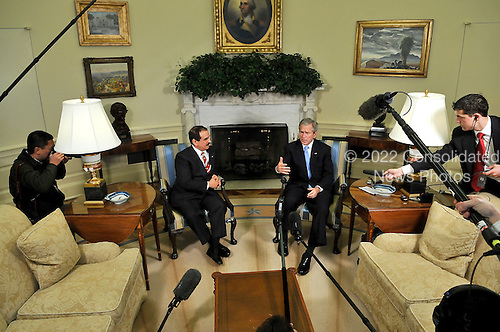 Washington, D.C. - March 25, 2008 -- United States President George W. Bush meets with King Hamad bin Isa al-Khalifa of Bahrain in the Oval Office of the White House in Washington, D.C. on Tuesday, March 25, 2008..Credit: Ron Sachs / Pool via CNP