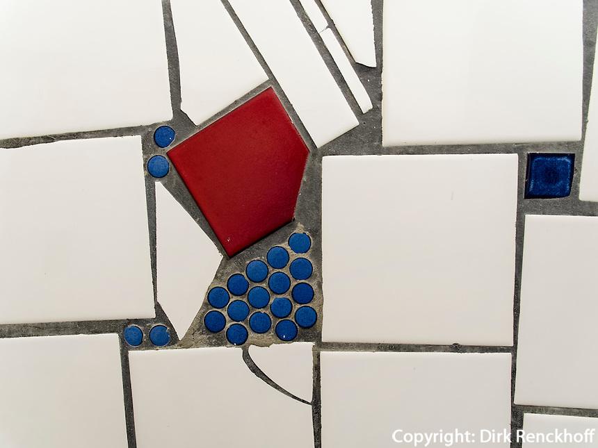 Von Hundertwasser gestaltete Toilette im Keller eines Gesch&auml;ftes iin der Kegelgasse in Wien, &Ouml;sterreich<br /> Toilet designed by Hundertwasser in the basement of a shop, Kegelgasse, Vienna, Austria