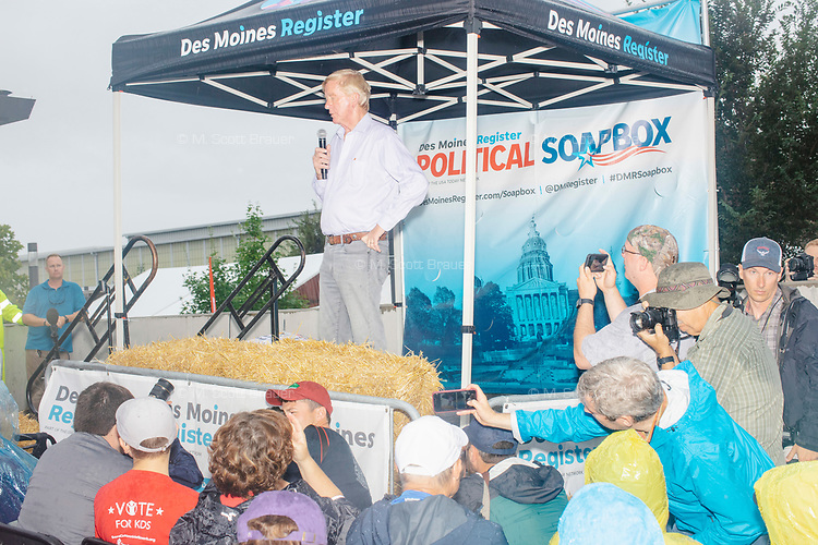 Former Mass. governor Bill Weld, a Republican presidential candidate, speaks at the Political Soapbox on a rainy day at the Iowa State Fair in Des, Moines, Iowa, on Sun., Aug. 11, 2019.