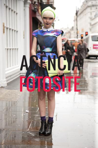Londres, Inglaterra &sbquo;18/09/2013 - Moda de rua durante a Semana de moda de Londres  -  Verao 2014. <br /> Foto: FOTOSITE