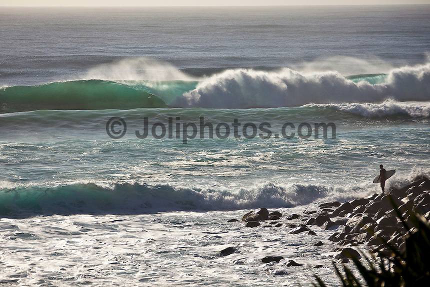 Line up at Burleigh Heads during Cyclone Jasper , Queensland, Australia.  Photo: joliphotos.com