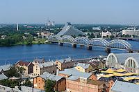 Bibliothek und Markthallen an der Daugava in Riga, Lettland, Europa