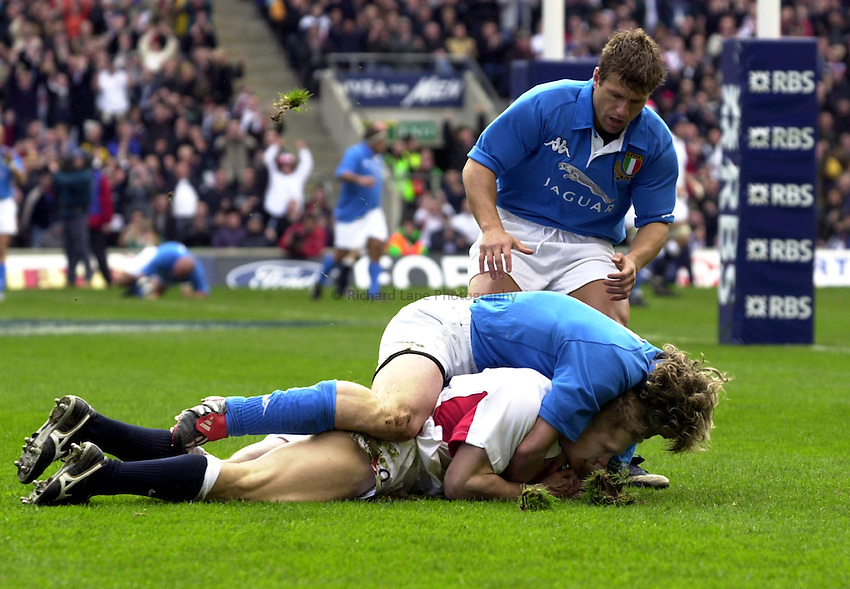 Photo. Richard Lane.England v Italy. RBS Six Nations Championship at Twickenham. 09/03/2003.Josh Lewsey touches down for his first try.