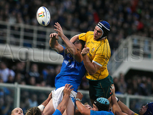 20.11.2010 Florence, International Rugby Union. Italy v Australia,19-22. Picture show Sergio Parisse and Berrick Barnes.