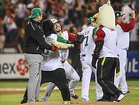 Con un ponche del relevista Jake Sanchez, Mexico gana 1 carrera por cero a Cuba 9 innings, con este resultado el equipo azteca pasa a la final de la Serie del Caribe en el nuevo Estadio de  los Tomateros en Culiacan, Mexico, Lunes 6 Feb 2017. Foto: AP/Luis Gutierrez
