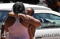 IRAJA, RJ, 26 FEVEREIRO 2012 - ENTERRO VITIMAS ATROPELAMENTO - <br />  Enterros dos irmaos Caio Tiago Neves de Oliveira, de 2 anos e <br /> Tyele Vitoria Neves de Oliveira, de 4 anos, realizado na manha <br /> deste domingo no Cemiterio do Iraja, no Rio de Janeiro. <br /> (FOTO: GUTO MAIA - BRAZIL PHOTO PRESS).