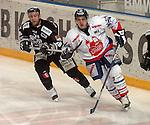 Deutscher Eishockey Pokal 2003/2004 , Halbfinale, Arena Nuernberg (Germany) Nuernberg Ice Tigers - Koelner Haie (1:3) links Jeff Dessner (Koeln) rechts Thomas Greilinger (Nuernberg)