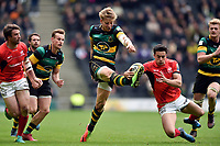 Harry Mallinder of Northampton Saints and Alex Lozowski of Saracens compete for the ball. Aviva Premiership match, between Northampton Saints and Saracens on April 16, 2017 at Stadium mk in Milton Keynes, England. Photo by: Patrick Khachfe / JMP