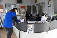Emergenza Coronavirus - fase due - ATB Group all'ingresso ogni operaio dichiara di non avere sintomi da Coronavirus Roncadelle 08/06/2020<br /> <br /> Coronavirus emergency - phase two - ATB Group at the entrance each workers declare to haven't Coronavirus symthoms Roncadelle 08/06/2020