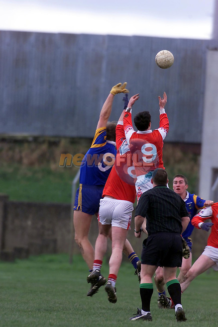 Louths No 9 martin Farrelly grabs the breaking ball from the hand of fellow team mate Seamus O'Hanlon and wicklow's Fergus daly..Picture Fran Caffrey Newsfile.
