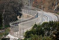 La doppia barriera metallica che cinge il confine tra il Marocco e l'enclave spagnola di Ceuta. Bel Younech, 8 febbario, 2010<br /> <br /> The double metal fence that runs along the border beetwen Ceuta and Morocco. Bel Younech, February 8, 2010