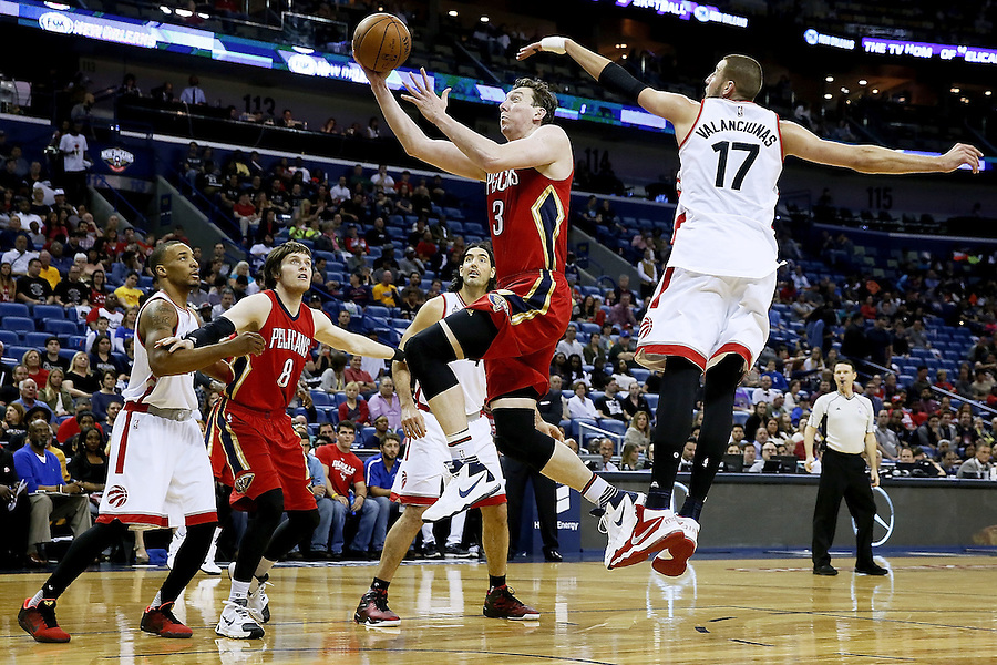 NEW ORLEANS, LA - MARCH 26: Omer Asik #3 of the New Orleans Pelicans drives to the basket past Jonas Valanciunas #17 of the Toronto Raptors during the first half of a game at the Smoothie King Center on March 26, 2016 in New Orleans, Louisiana. NOTE TO USER: User expressly acknowledges and agrees that, by downloading and or using this photograph, User is consenting to the terms and conditions of the Getty Images License Agreement.  (Photo by Jonathan Bachman/Getty Images)