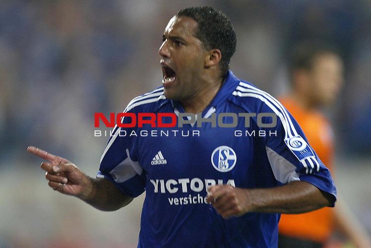 UI-Cup 2004 - Finale - Hinspiel <br /> <br /> FC Schalke 04 vs. FC Slovan Liberec<br /> <br /> Ailton von Schalke 04 jubelt nach seinem Tor zum 1:0.<br /> <br /> <br /> <br /> Foto &copy; nordphoto - Ruediger Lampe<br /> <br /> <br /> <br />  *** Local Caption *** Foto ist honorarpflichtig! zzgl. gesetzl. MwSt.<br /> <br /> Belegexemplar erforderlich<br /> <br /> Adresse: nordphoto<br /> <br /> Georg-Reinke-Strasse 1<br /> <br /> 49377 Vechta