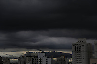 SAO PAULO, SP, 13/03/2013, NUVENS CARREGADAS. Nuvens carregadas sobre São Paulo no final da tarde dessa quarta-feira (13), no  bairro da Mooca. FOTO: LUIZ GUARNIERI/ BRAZIL PHOTO PRESS.