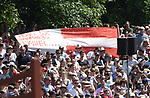 02.06.2019,  GER;  Deutsches Spring- und Dressur-Derby, 90. Deutsches Spring-Derby, im Bild Feature Fans von Daniel Sonnberger (AUT)) zeigen ein Plakat Foto © nordphoto / Witke