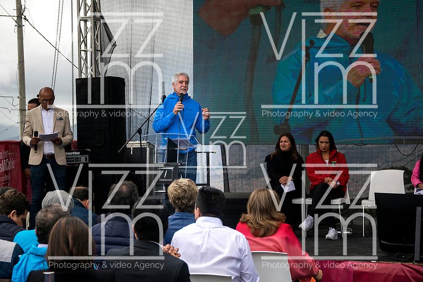 BOGOTA - COLOMBIA, 27-12-2018: Enrique Peñalosa, Alcalde Mayor de Bogotá, durante la inauguracion del TransMiCable en la localidad de Ciudad Bolivar, al sur de la capital, que mejorara la movidad en este sector. / Enrique Peñalosa, Mayor of Bogota, during the inauguration of the TransMiCable in the Ciudad Bolivar location, at the south of the capital, that will improve the molvilty in this sector . Photo: VizzorImage / Nicolas Aleman / Cont