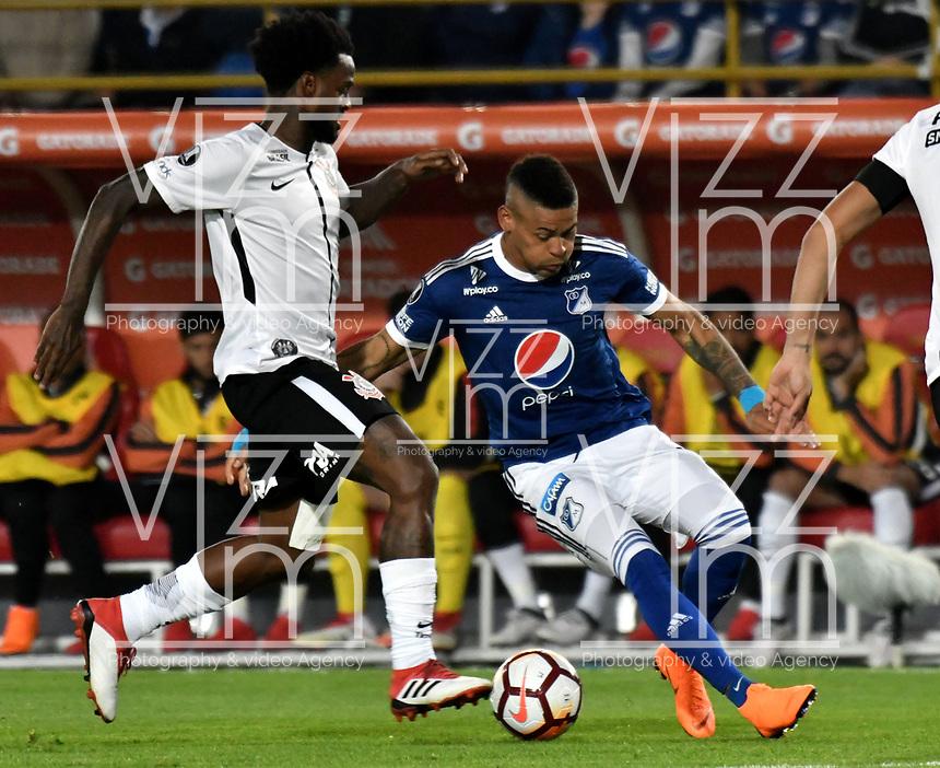 BOGOTA - COLOMBIA – 28 - 02 - 2018: Ayron del Valle (Der.) jugador de Millonarios (COL), disputa el balon con Rene Junior (Izq.) jugador de Corinthians (BRA), durante partido entre Millonarios (COL) y Corinthians (BRA), de la fase de grupos, grupo 7, fecha 1 de la Copa Conmebol Libertadores 2018, en el estadio Nemesio Camacho El Campin, de la ciudad de Bogota. / Ayron del Valle (R) player of Millonarios (COL), figths for the ball with Rene Junior (L) player of Corinthians (BRA), during a match between Millonarios (COL) and Corinthians (BRA), of the group stage, group 7, 1st date for the Conmebol Copa Libertadores 2018 in the Nemesio Camacho El Campin stadium in Bogota city. VizzorImage / Luis Ramirez / Staff.